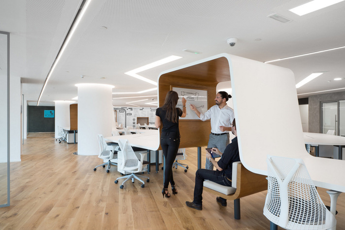Read more about the article How to Upgrade An Agile Workplace with New Workplace Technology?