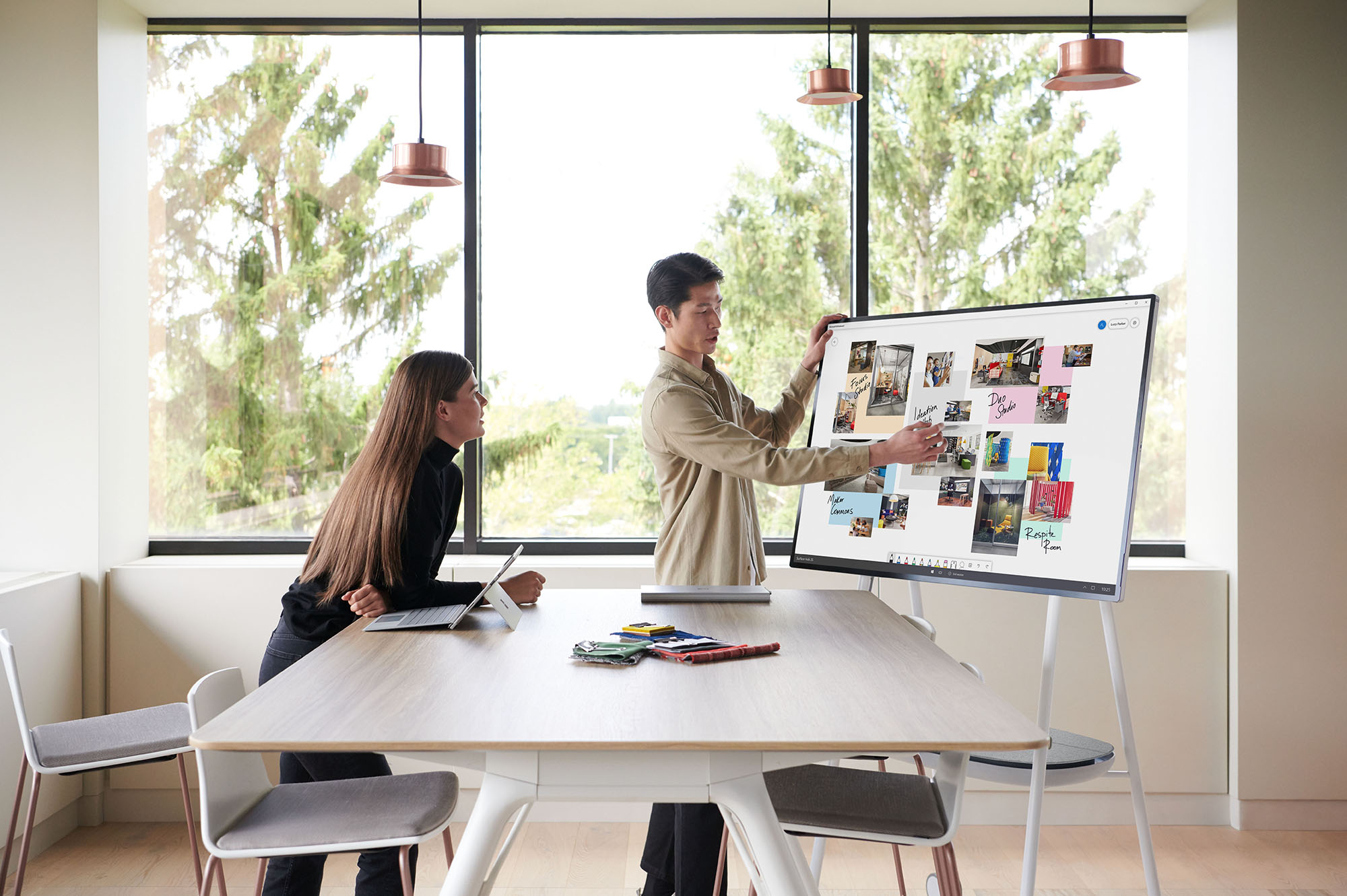 Read more about the article Everything You Need to Know About Microsoft's Surface Hub 2