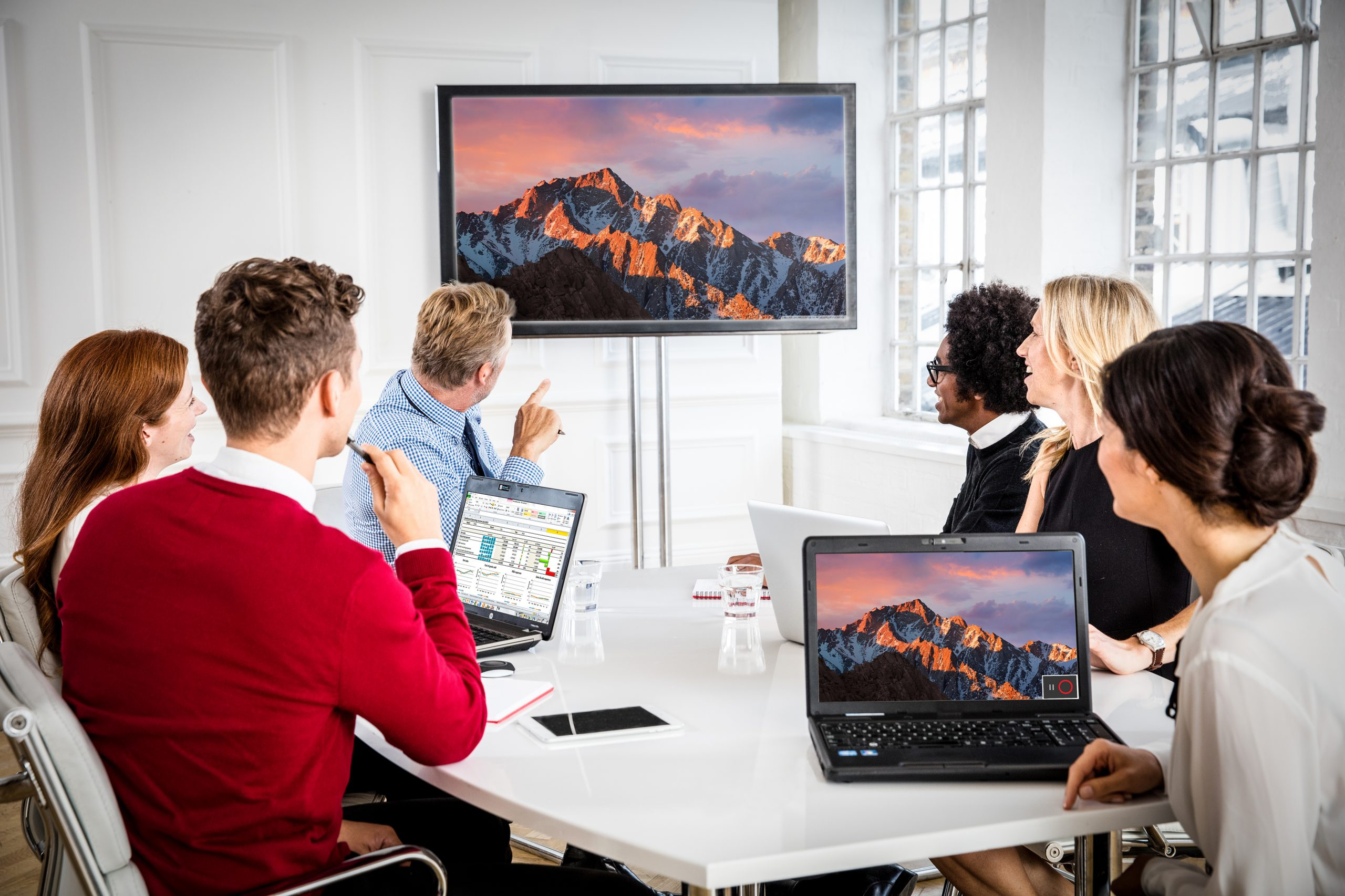 Read more about the article Improve the Efficiency of Your Meetings with ClickShare Desktop App