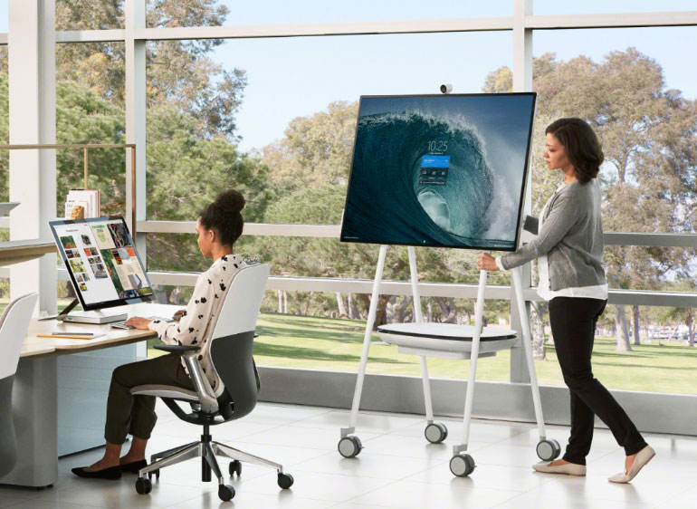 Read more about the article Key Differences Between the Surface Hub and Surface Hub 2